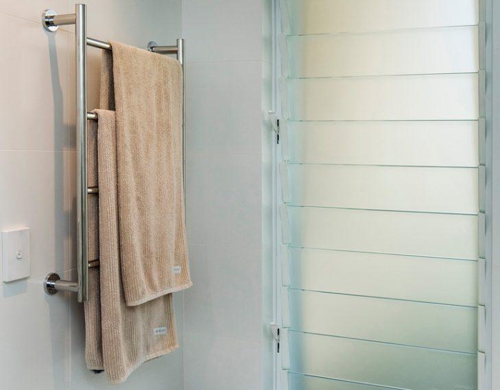 Towel rail shower